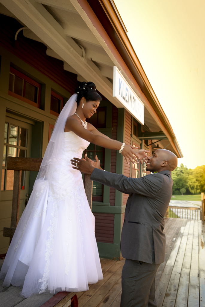 Kleinburg train station: newlywed couple